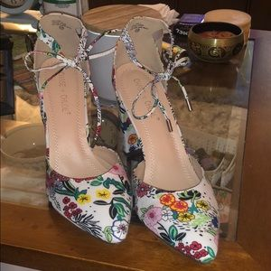 Floral heels, size 10, never worn